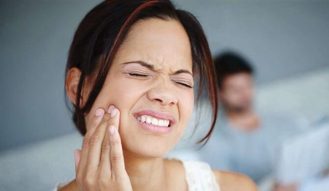 Kaip sumalšinti dantų skausmą namuose?